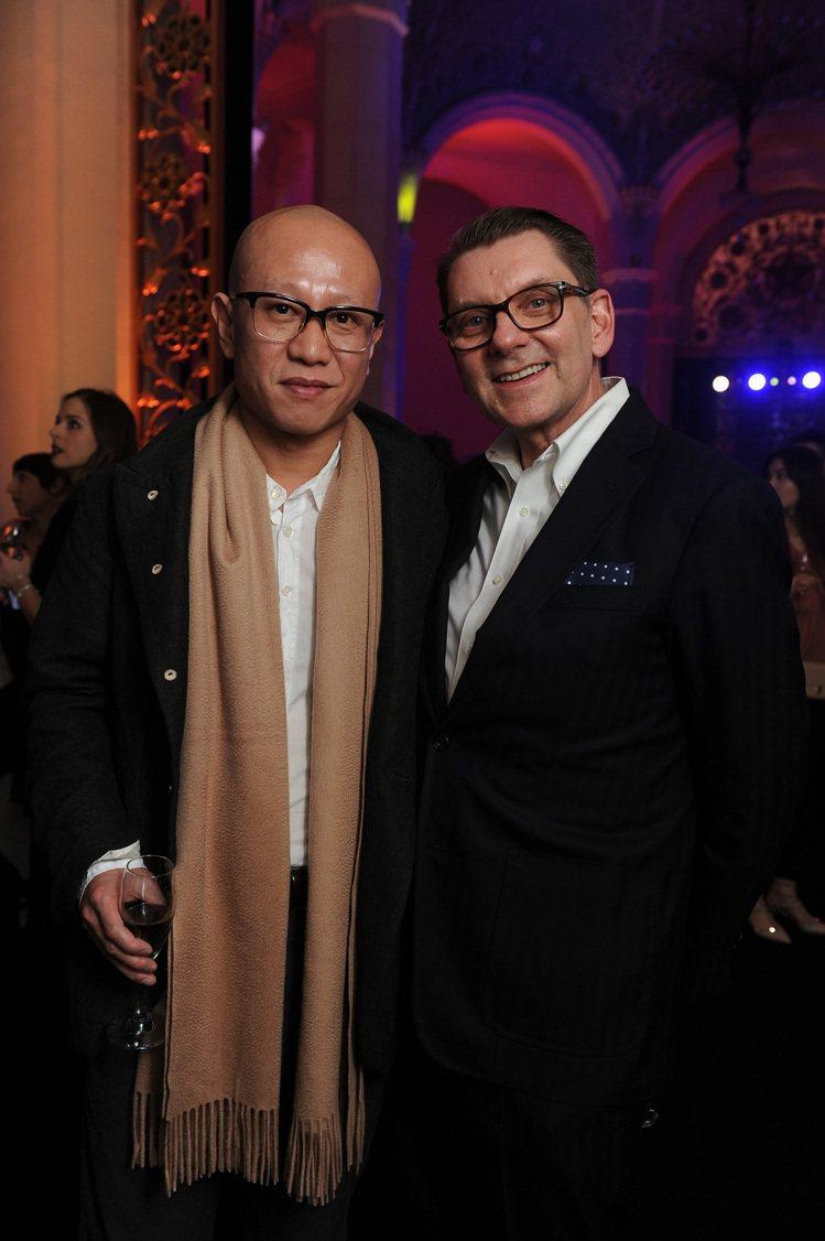 大陸藝術家劉韡(左)以及Max Mara設計總監Ian Griffiths合影。...