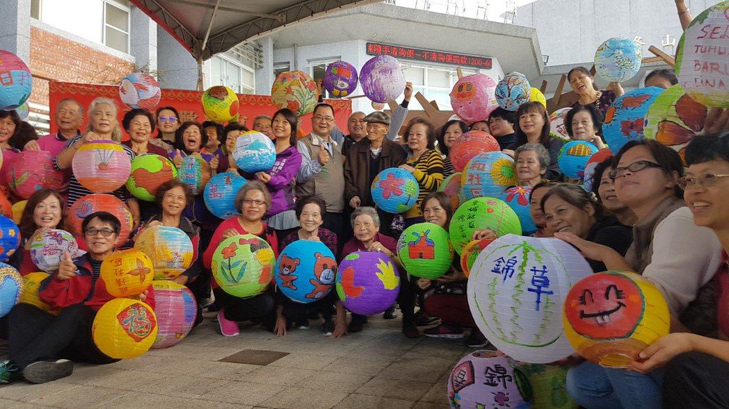 宜蘭縣文化局發起千人彩繪燈籠活動,將在農曆春節點亮冬山街道。記者吳佩旻/攝影
