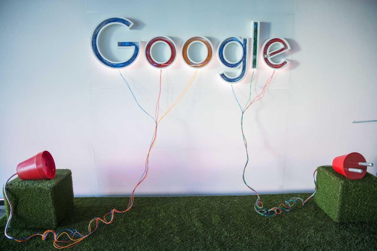 原告稱,谷歌全體員工都需簽署的保密協議,基本上可以說是禁止員工談論有關公司的任何...