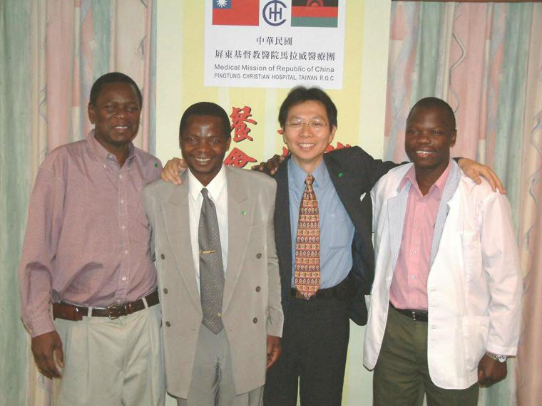 當年台灣派駐馬拉威的醫療團,由屏東基督教醫院承接,支持著由我國援建馬國北部唯一的...