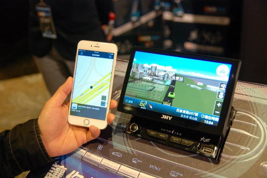 此次推出的 4G 連網車機,可提供即時路況、車輛監控等服務,未來結合其他物聯網應用後,將有更多衍伸服務。 記者林鼎智/攝影