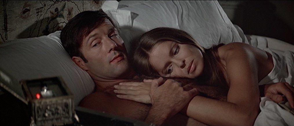 「海底城」女主角初登場也是在床上。圖/摘自screenmusings
