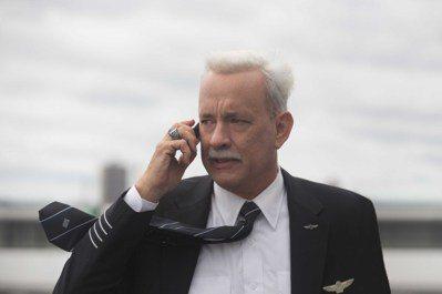 湯姆漢克斯主演「薩利機長:哈德遜奇蹟」。 圖/華納提供