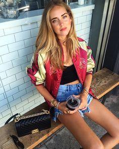 Chiara Ferragni等時尚名人都愛穿bomber jacket。圖/摘...