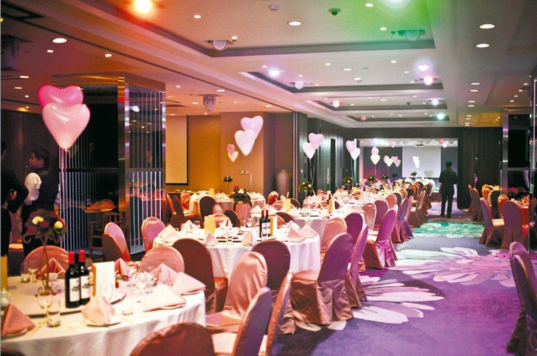 新竹老爺酒店推出在12月15日前付訂尾牙專案,可選擇減免一成服務費或訂滿10桌送...