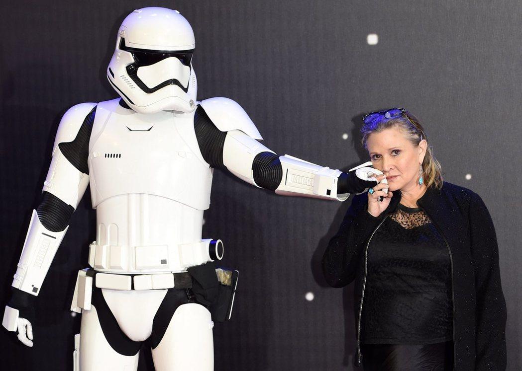 在「星際大戰」飾演莉亞公主的女星凱莉費雪(右)。圖/歐新社