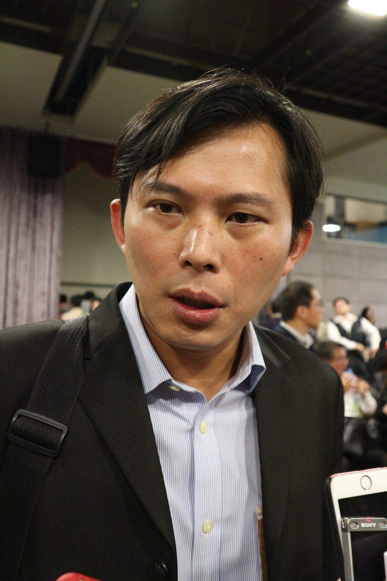 立委黃國昌今在核食公聽會場針對罷免連署一事回應。記者陳雨鑫/攝影