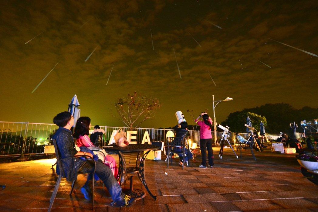 新年流星雨將至,南瀛天文館將晚安排有觀測活動,圖為流星雨觀測模擬圖。圖/南瀛天文...
