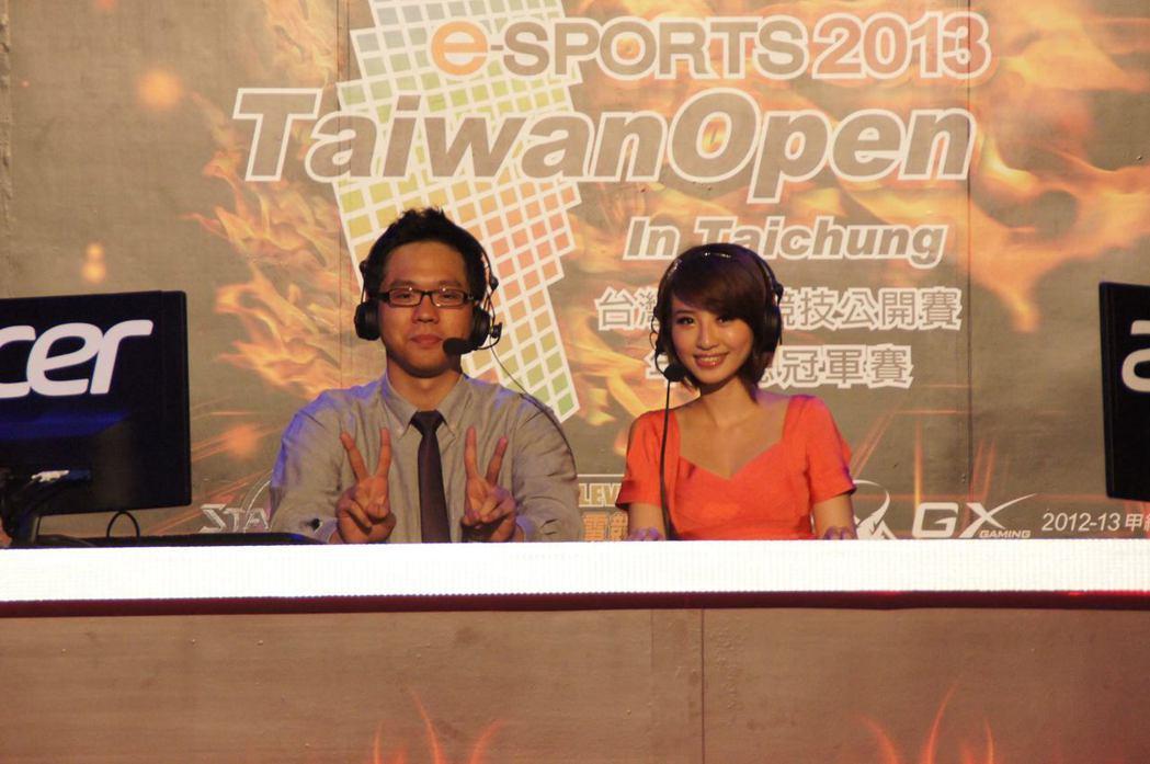 吉祥曾經在TeSL台灣電子競技聯盟中擔任職業賽評。