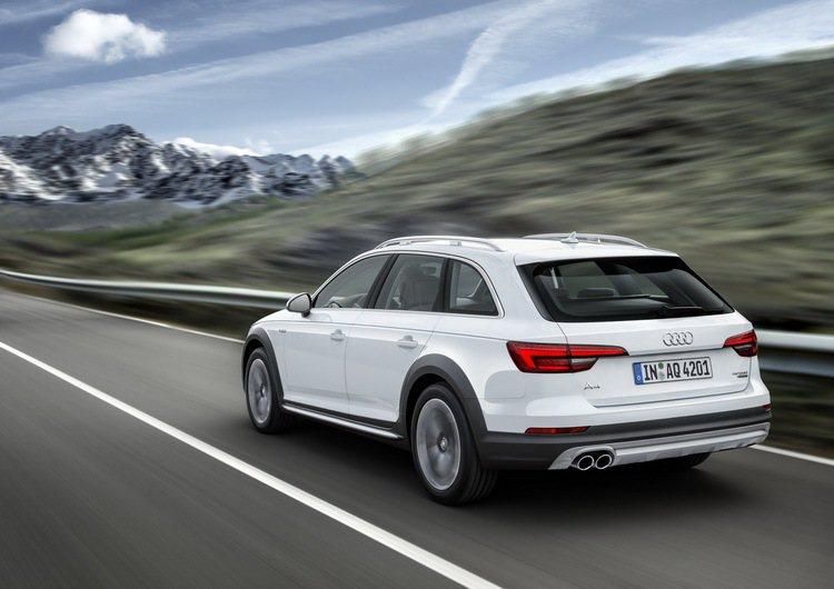 全新Audi A4 allroad quattro搭載專屬外觀套件附對比色塗裝。...