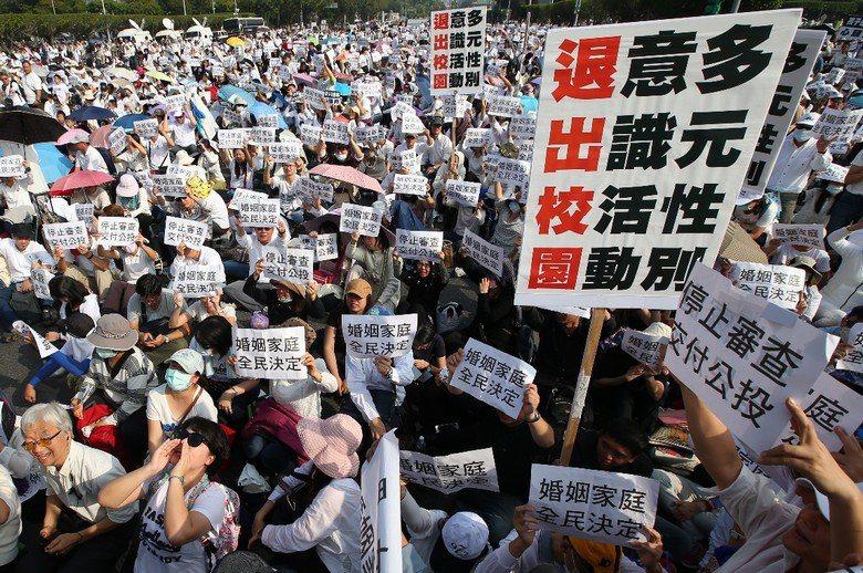 雖然台灣在性別平權領域,有一部足以傲視多數進步國家的《性別平等教育法》,然而,這看起來進步的制度,並沒能深入普及到社會文化。 圖/聯合報系資料照片
