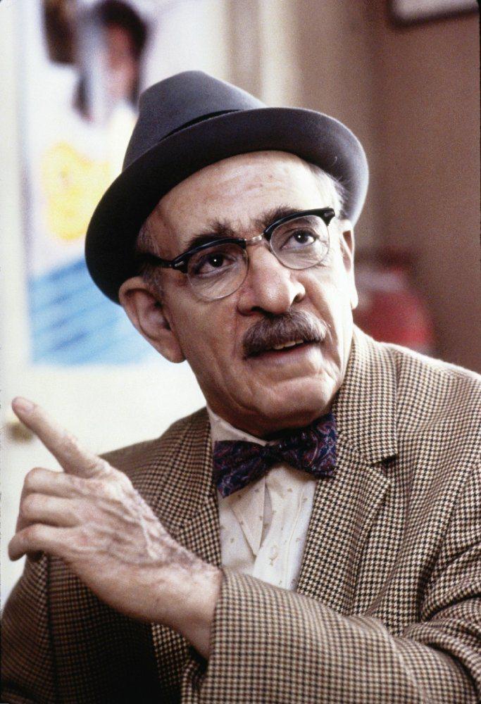 這個白人老先生也是艾迪墨菲扮演。圖/擷自IMDb