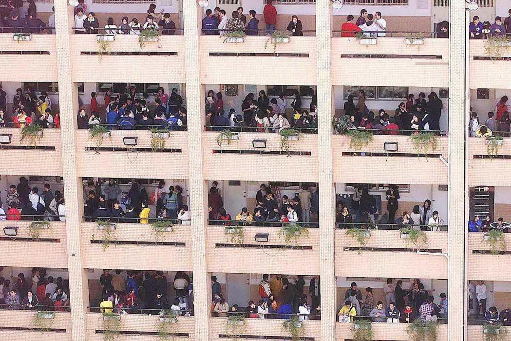 虎年海嘯持續發威,明年大學新生人數再探新低,教育部近日核定大專校院106學年度招...