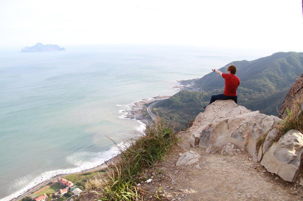 鷹石尖可俯瞰壯闊海景,是火紅景點,卻因危險,驚傳要封閉。記者羅建旺/攝影