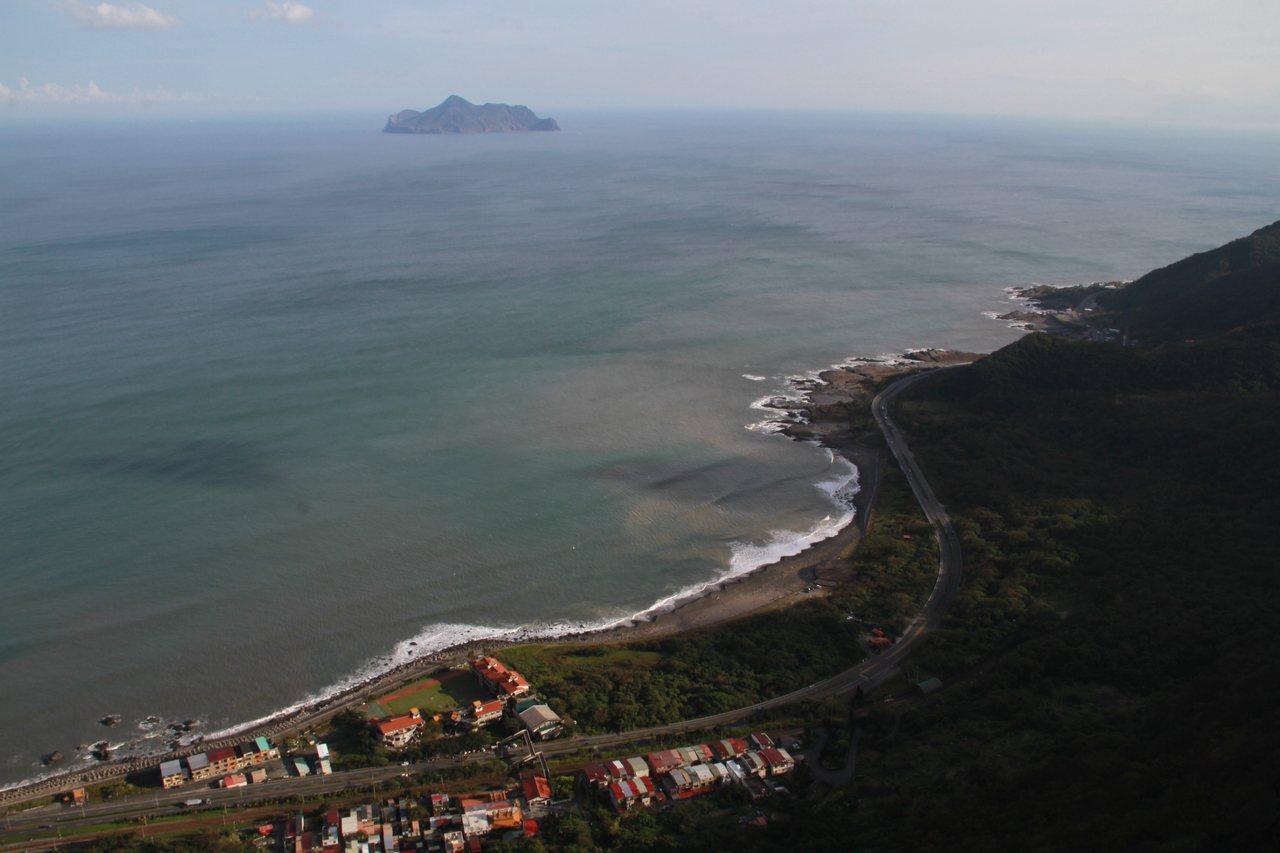 鷹石尖可俯瞰壯闊海景。記者羅建旺/攝影