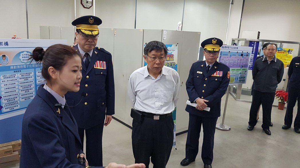 台北市長柯文哲(中)今天出席北市警察局活動。記者李奕昕/攝影