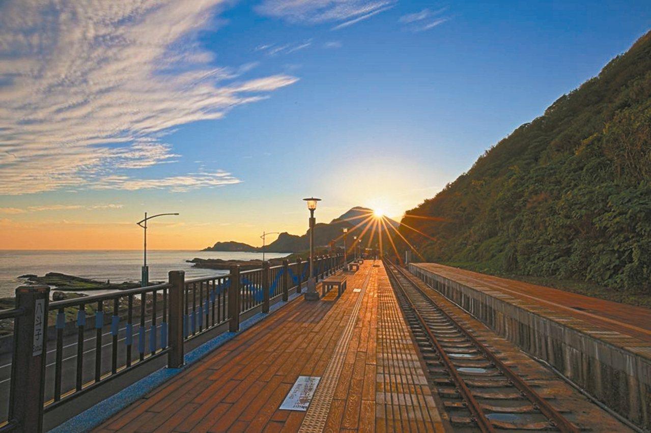 八斗子車站今天復駛,擁有無敵海景。 圖/謝志煌提供