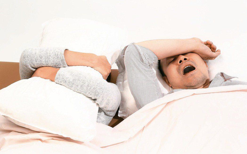 打鼾除了打擾枕邊人清夢,還會自傷,引發頸動脈變狹窄。 報系資料照