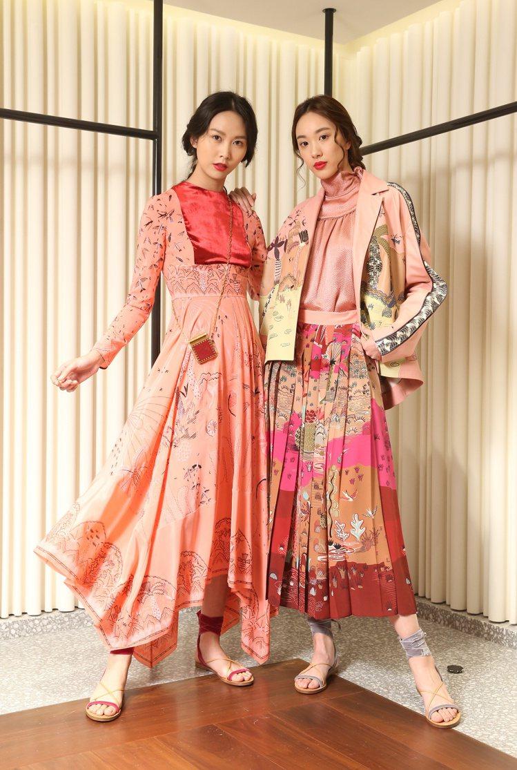(左)圖紋印花洋裝282,000、Garavani繫帶涼鞋20,600元、Gar...