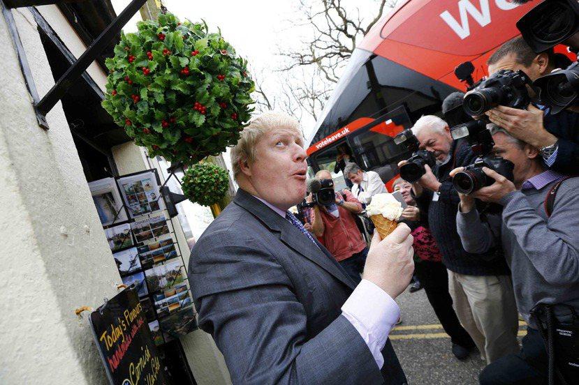 吃冰淇淋撞到頭的脫歐大功臣鮑里斯強森(暱稱BoJo):他在脫歐公投後原有望角逐首...