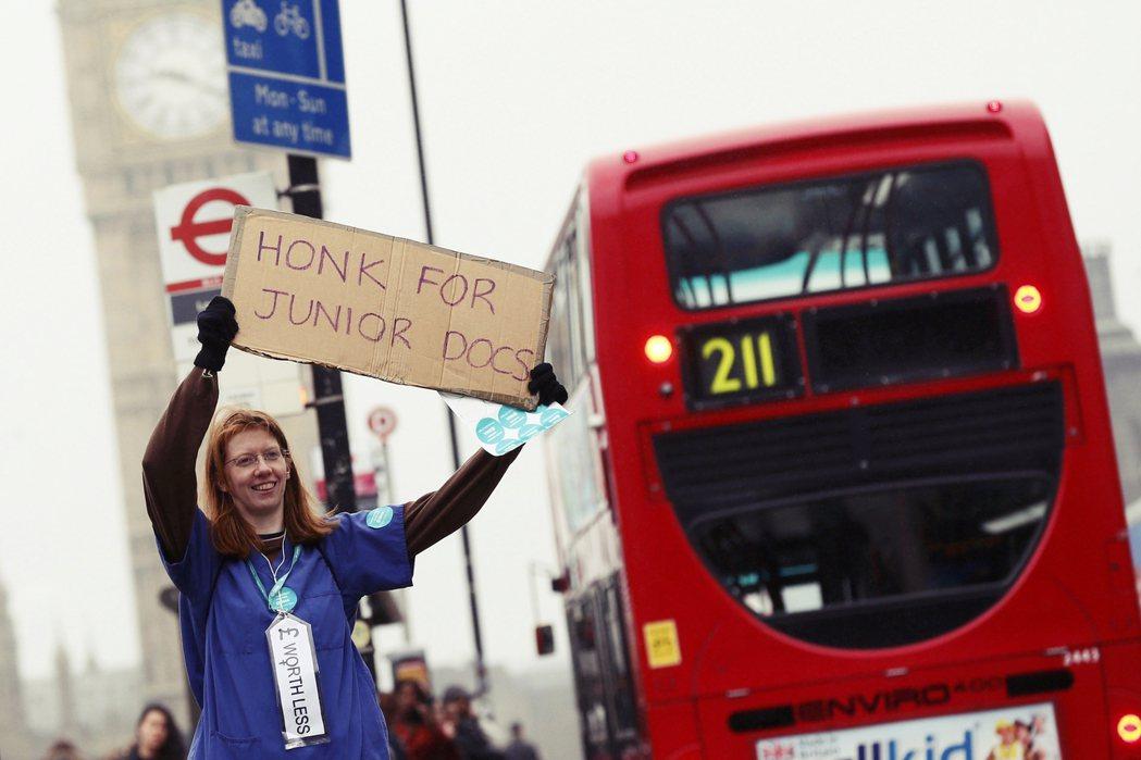 「5日大罷工」的計畫,被認為是英國有史以來最為嚴重的醫療罷工。 圖/路透社
