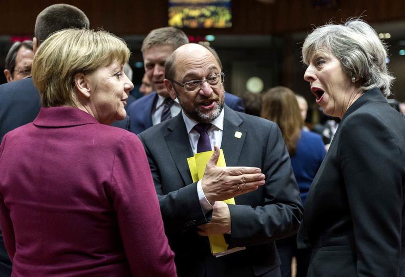 10月21日歐盟舉行例行峰會(EU summit),甫於7月就任的梅伊首相(右)...