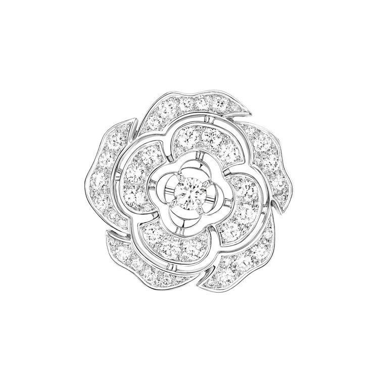 Bouton de Camélia 胸針,18K白金,鑲嵌48顆總重1.99克拉...