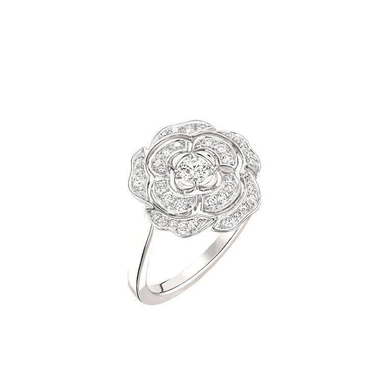 Bouton de Camélia 戒指_中型款,18K白金,鑲嵌41顆總重0....