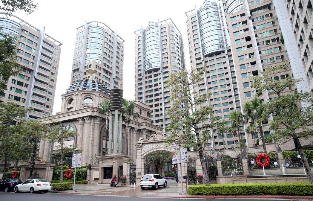 台北市地政局公布106年公告土地現值,住宅區部分,仁愛路三段的帝寶一帶是全市地王...