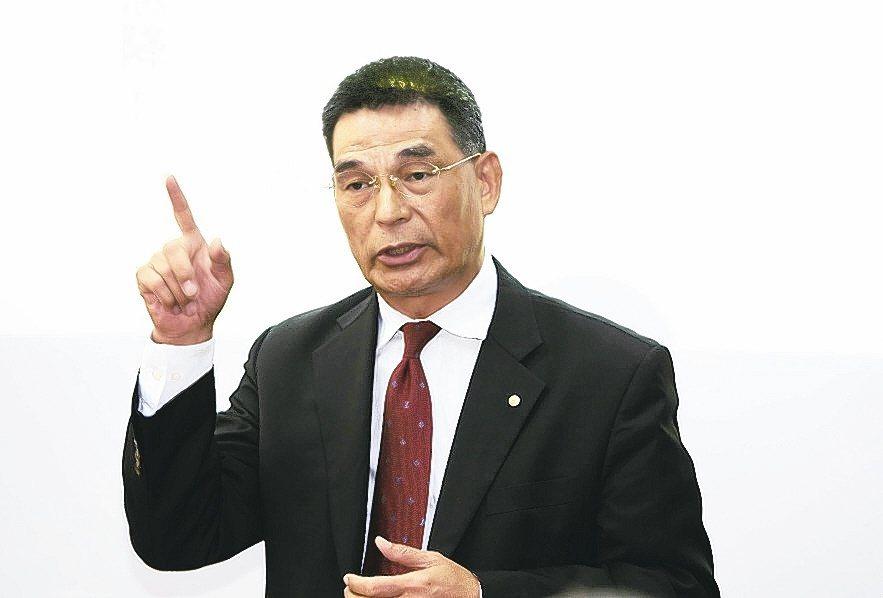 戴德梁行董事總經理顏炳立(圖)表示,現在上海賣一棟樓等於台灣一年商用不動產的量,...