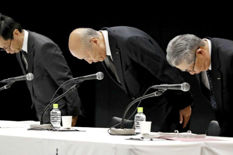 日本電通社長石井為新進社員過勞和職場霸凌自殺事件表達歉意,並宣布將在明年一月的董事會引咎辭任。 圖/美聯社