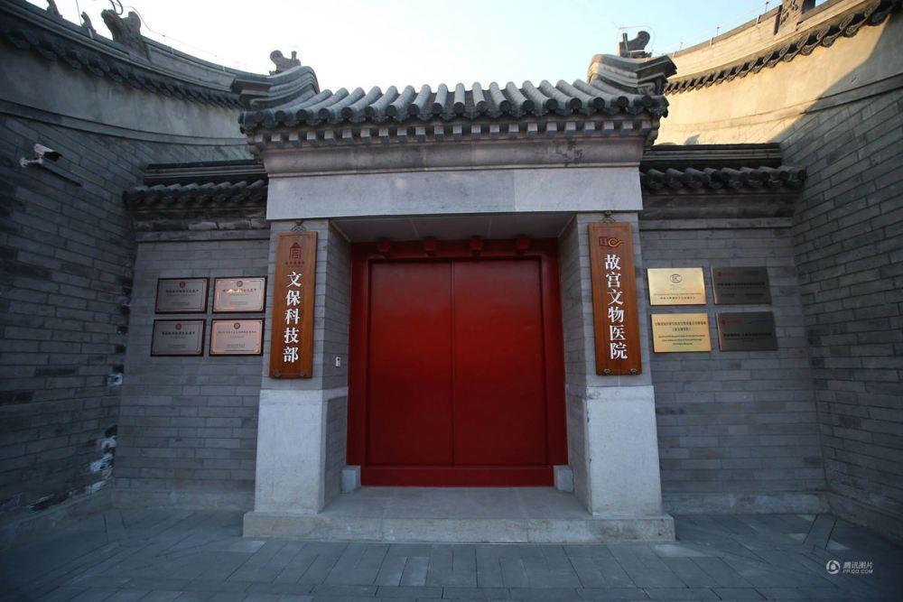 中國大陸近年吹起「民國風」,學繁體字變得很時興。圖為北京故宮文物病院。(騰訊網)