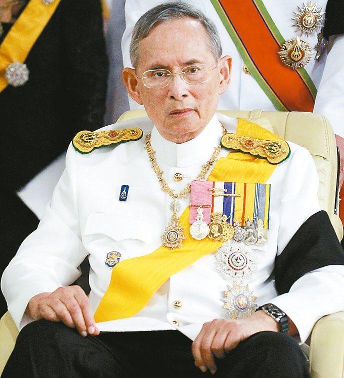 泰國國王蒲美蓬在去年10月13日辭世,享年88歲,是泰國在位最久的君主。 聯合報...