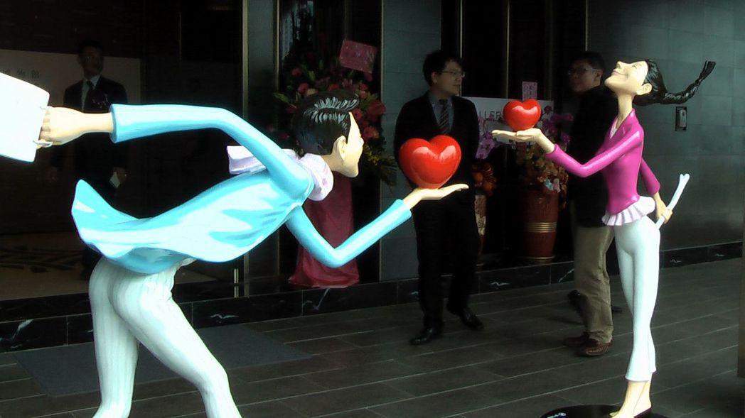 「人文遠雄博物館高雄分館 THE ONE GALLERY」,首展邀請韓國知名銅雕...