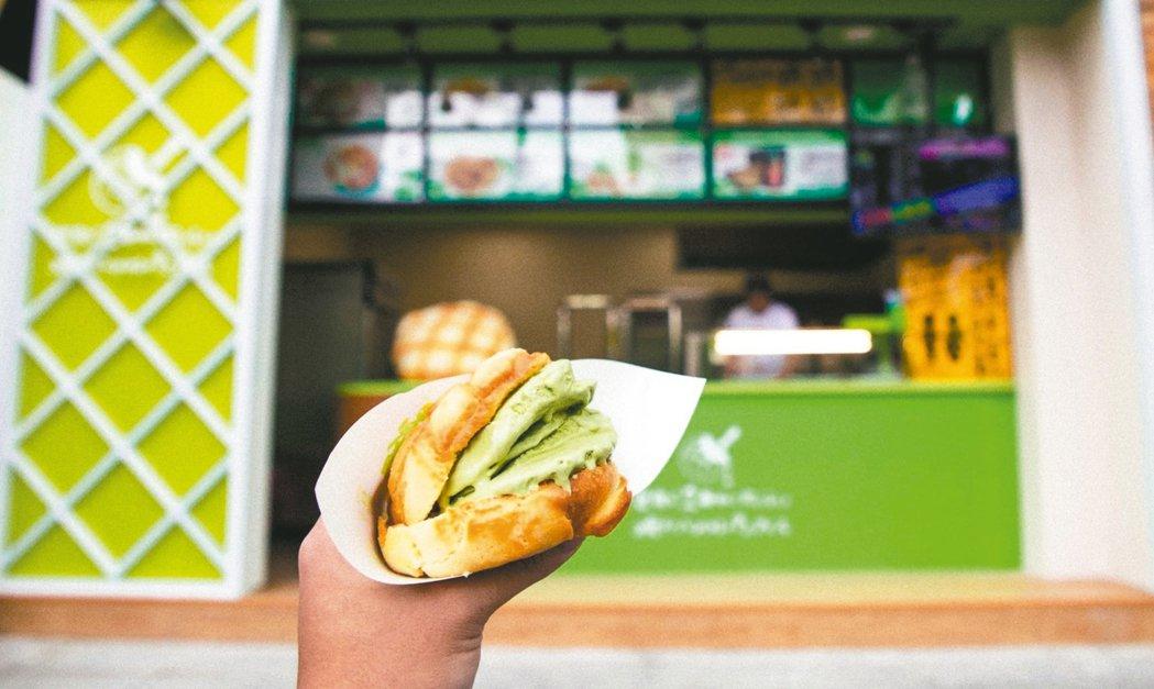 日本世界第二好吃的現烤冰淇淋菠蘿麵包。 圖/業者提供