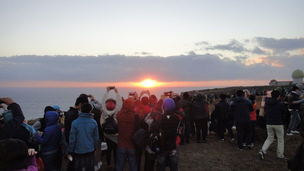 曙光完全升起。記者蔣繼平/攝影