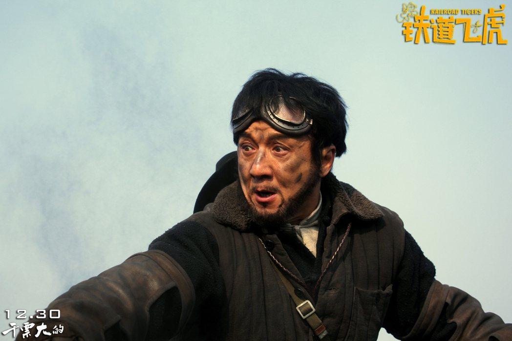 提起港星成龍,觀眾腦中一定會浮現他搏命拍動作特技的畫面,這是他揚名華人影壇並闖蕩