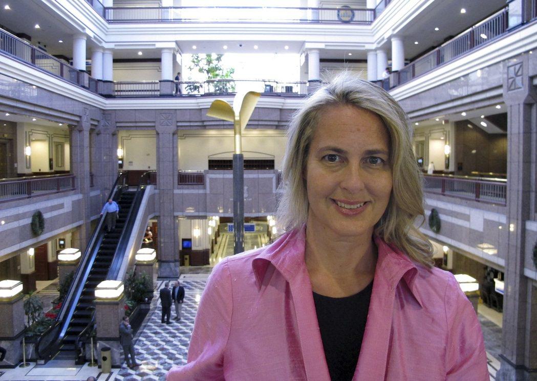經歷過20次腦震盪的凱瑟琳‧史內達克創設「粉紅腦震盪」組織,研究腦震盪和性別的關...