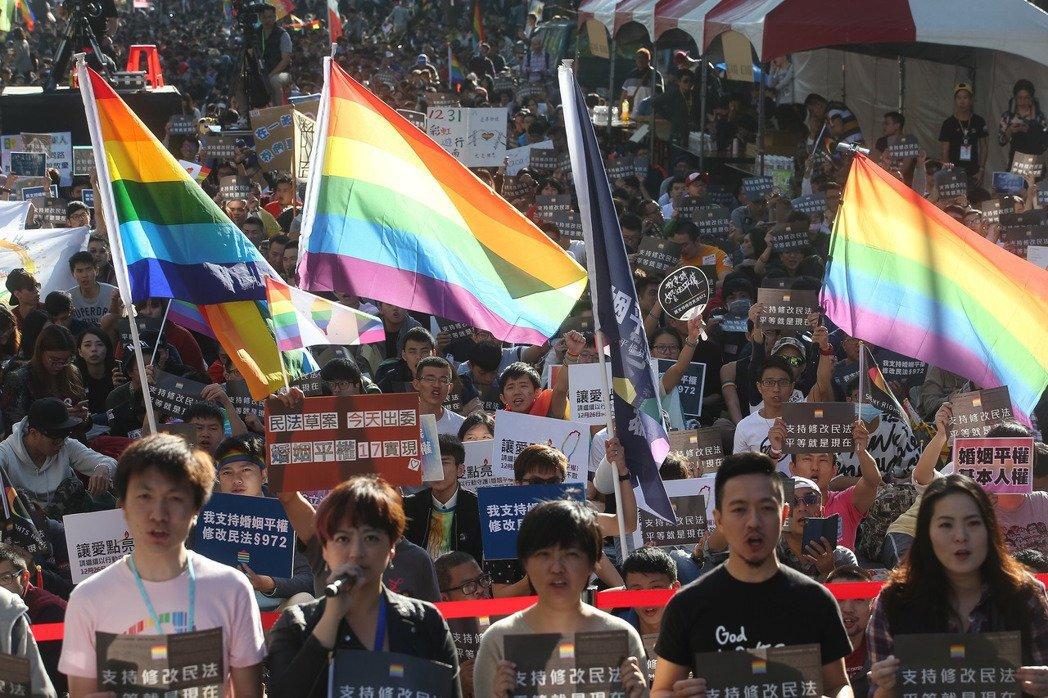 挺同婚團體日前在濟南路上聚集支持婚姻平權修法。 聯合報系資料照