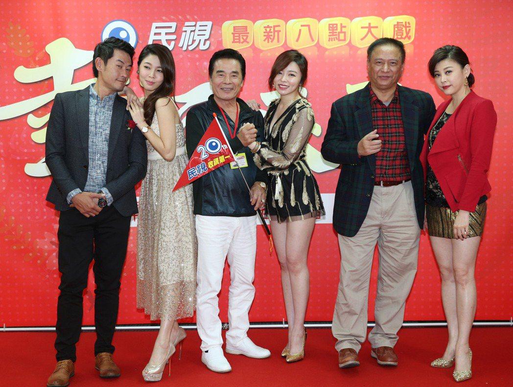 民視新8點「幸福來了」開鏡,演員柯叔元(左起)、白家綺、雷洪、王瞳、馬如風、方馨