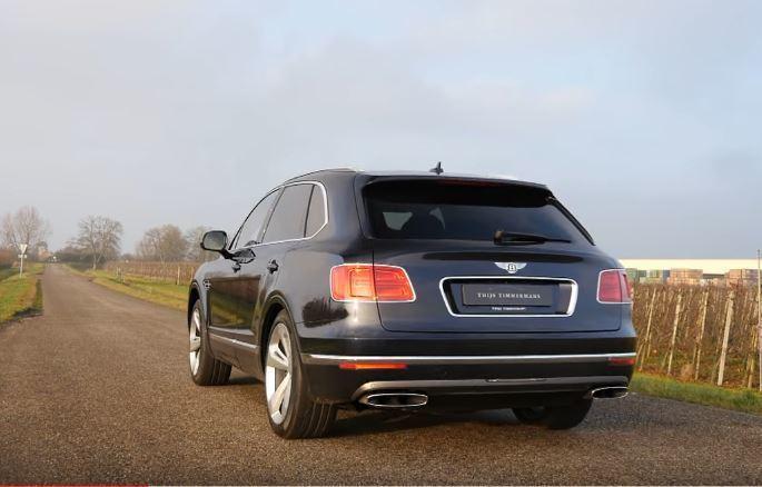 Bentley Bentayga 搭載 6.0 升 W12 雙渦輪增壓引擎,最大馬力為 608 匹/91.8 公斤米,售價更高達 23 萬美元(折合台幣約 741 萬),不論在性能或售價方面都堪稱是現役 SUV 霸主。 摘自 Youtube