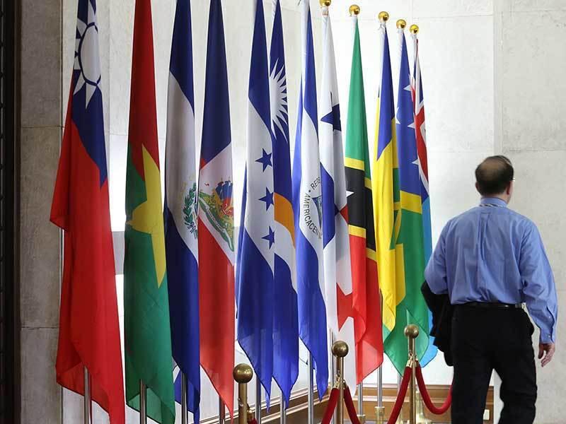 我國與聖多美普林西比斷交後,外交部大廳已將該國國旗取下。 圖/聯合報系資料照片