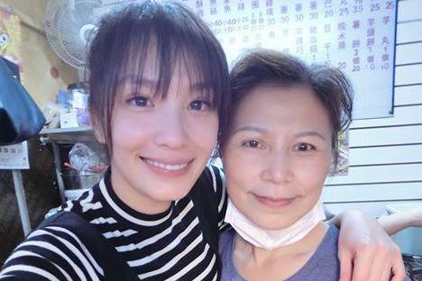 湘瑩和媽媽母女情深。圖/摘自湘瑩臉書