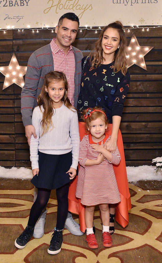 潔西卡艾芭、老公Cash Warren(左上)、 女兒Honor (左下)、Ha...