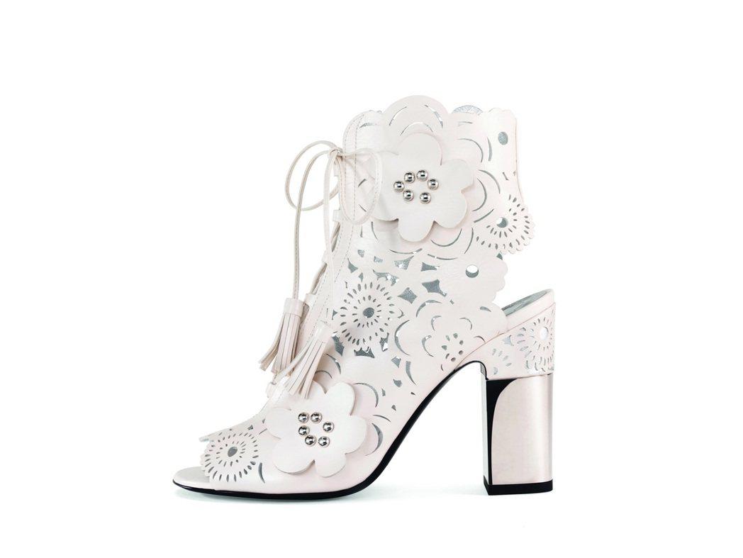 PODIUM蕾絲圖騰靴,售價56,000元。圖/Roger Vivier提供
