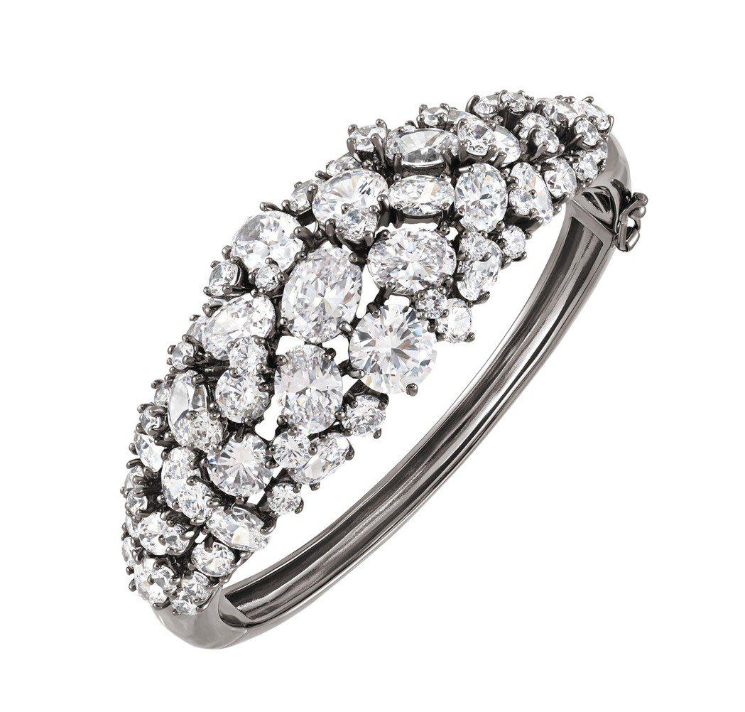 Deseo白色晶鑽黑金手環,29,100元。圖/ARTĒ提供
