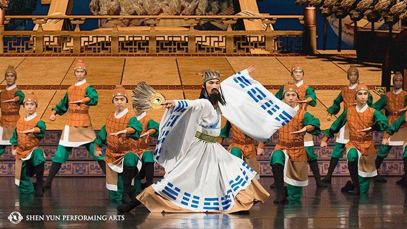 神韻的舞蹈演員擁有高超的技巧,男子舞蹈既能體現俐落身法,又能表現道家仙風道骨的韻...