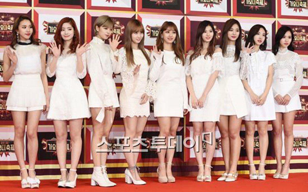 韓人氣女團TWICE出道1年多,即累積許多人氣,但近來卻飽受網友騷擾。圖/摘自S