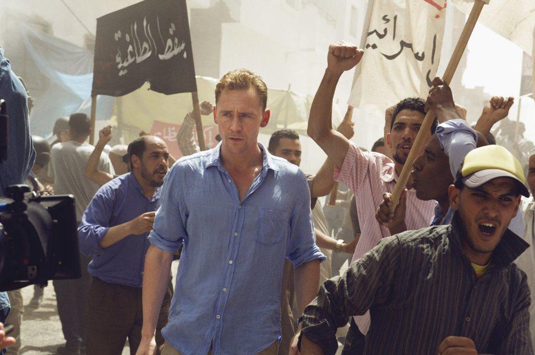 湯姆希德斯頓以「夜班經理」角逐金球獎。圖/摘自imdb