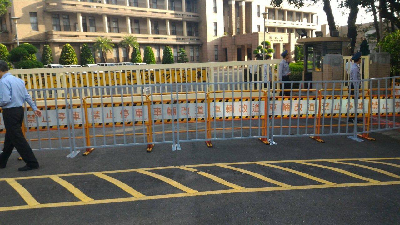 年金改革中區座談山雨欲來,警方將部署500多具鐵馬護欄保護會場安全。圖/警方提供